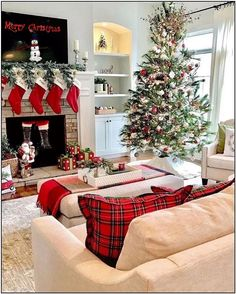 21 christmas apartment decor ideas about best christmas tree 1 Cool Christmas Trees, Christmas Decorations For The Home, Plaid Christmas, Christmas Home, White Christmas, Christmas Holidays, Christmas Decorating Themes, Pottery Barn Christmas, Cottage Christmas