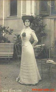 "Natalina ""Lina"" Cavalieri December 1874 – 7 February was an Italian opera soprano singer, actress, and monologist. Belle Epoque, Edwardian Era, Edwardian Fashion, Vintage Fashion, Historical Costume, Historical Clothing, Old Photography, Gibson Girl, Vintage Pictures"