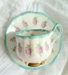 Vintage tea cup. So pretty.