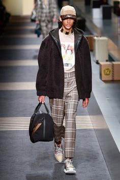 Fendi | Menswear - Autumn 2018 | Look 38