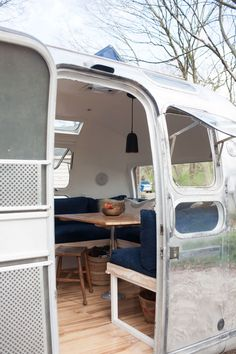 Airstream dwellers and renovators. Vintage Airstream and caravan design and renovation services. Cultivating community and sharing Airstream and caravan renovation tips and advice.