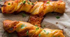 Plnené tyčinky - dôkladná príprava krok za krokom. Recept patrí medzi tie najobľúbenejšie. Celý postup nájdete na online kuchárke RECEPTY.sk.