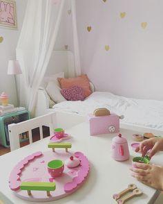 Good night!!! Antes de dormir um chazinho!  #decoracaoescandinava #barnrumsinspo #kidsroom #kids #mittbarnerom #ljuvaknatteting #barnrum #decorforkids #babydecor #maedemenina #quartodemenina #quartodebebe #inredning #decoracao #montessori #quartomontessoriano #scandinaviandesign#playroom#brinquedoteca#minhacasapos#homedecor#paisefilhos#quartodemenina#dicasmpm#girlsroom#diy#homedecor#interior#kidsinterior#minikeastil