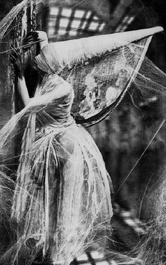 maybe I should be this witch this Halloween La Danse Macabre, Scary, Creepy, Arte Obscura, Dark Photography, Macabre Photography, Arte Horror, Vintage Halloween, Vintage Witch