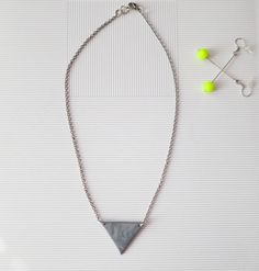 Triangle Necklace and Neon Earrings (Can´t be overlooked. Triangle Necklace, Arrow Necklace, Neon, Canning, Chain, Beads, Earrings, Handmade, Accessories