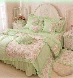 Princess bedding For Teens - MAXYOYO Home Textiles New!Pastoral Floral Princess Bedding Set for Teen Girls, Lace Bed Skirt,Twin Full Queen Duvet Cover Set (Twin, Shabby Chic Bedrooms, Bedroom Vintage, Shabby Chic Homes, Shabby Chic Furniture, Shabby Chic Decor, Aqua Bedrooms, Shabby Vintage, Bedroom Green, Bedroom Decor