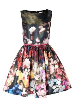 Red Valentino  All this dress needs is a nice spot in the park and a picnic basket. Bliss.