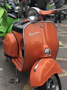 VESPA~Hayling Island Scooter Rally 2018 : lots of beautiful scooters, sunshine and some crazy people; all the ingredients for a fantastic weekend! Retro Scooter, Scooter Bike, Lambretta Scooter, Vespa Scooters, Vintage Vespa, Triumph Motorcycles, Custom Motorcycles, Retro Roller, Vespa Primavera