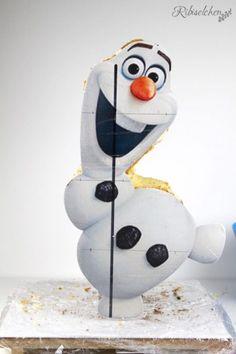 Tutorial für eine stehende 3D Olaf Torte mit Schritt-für-Schritt Fotos Olaf Birthday Party, Cute Birthday Cakes, Gravity Defying Cake, Gravity Cake, Bolo Olaf, Rice Krispies, Cake Structure, Frozen, Cake Pricing