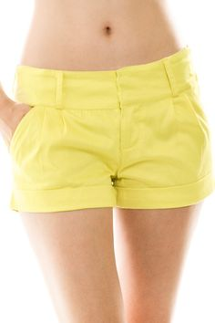 pleated chino shorts - peach, pink, or yellow | add a pop of color with your summer favorite tee! chino flat pleated shorts with pockets. runs true to size. model is wearing a small. 95% cotton 5% spandex | ELEVALE