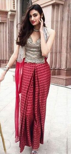 Ivory corset with printed skirt and jacket available only on Carma Online Shop. Celebrity Fashion Outfits, Celebrity Style, Athiya Shetty, Printed Sarees, Printed Pants, Dresses Online, Corset, Parachute Pants, Bollywood