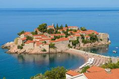 Sveti Stefan island resort. Image by ecl1ght / CC BY 2.0