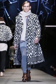 Versace Menswear Fall Winter 2015 Milan - NOWFASHION