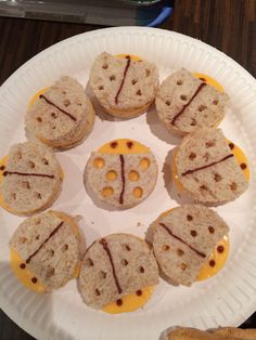 Ladybird sandwiches Amelia Lily, Sandwiches, Cookies, Desserts, Food, Crack Crackers, Tailgate Desserts, Deserts, Biscuits