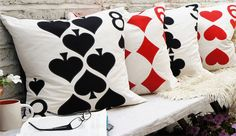 Decorate with original cushions Cushion Cover Designs, Cushion Covers, Pillow Covers, Diy Pillows, Cushions On Sofa, Throw Pillows, Cushion Cover Inspiration, Fabric Paint Designs, Bed Scarf
