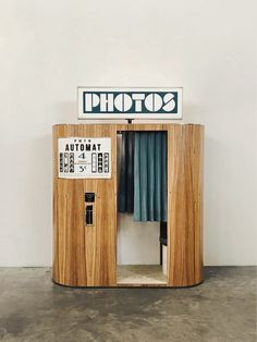 We restore and re-design vintage analog photobooths in France Halle Saint Pierre, Photo Cabine, Diy Hamster Toys, Vending Machines In Japan, Vintage Coffee Shops, City Lights At Night, Night City, Real Box, Photo Corners