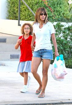Exclusive - Halle Berry walks with her daughter Nahla in Los Angeles, October 9