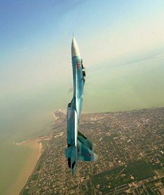 Russian SU-27 flanker goes vertical