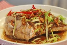 Steamed Fish With Fermented Bean Paste 豆酱蒸鱼 The fish is steamed with fermented bean paste, then showered with smoking-hot shallot oil and soy sauce mixture…  brimming with umami flavor,   豆酱不仅可以去除腥味,而且还有一股浓浓的酱香,非常美味。
