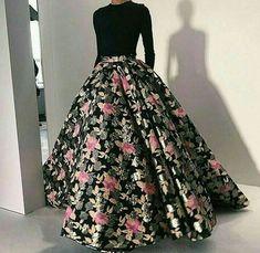 Akemi ❤ - Akemi ❤ Source by jeniferbaj - Indian Gowns Dresses, Indian Fashion Dresses, Indian Designer Outfits, Pakistani Dresses, Designer Dresses, Fashion Outfits, Indian Wedding Outfits, Bridal Outfits, Indian Outfits