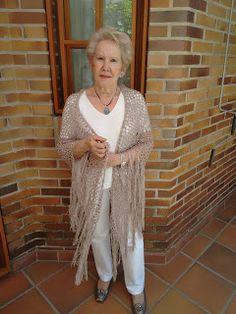 BUENOS RATOS LOLA: Chal crochet con flecos. Tutorial.