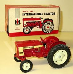 Vintage 1/16 IH 404 Utility 1980 Toys, International Tractors, Farm Toys, Ih, Antique Toys, Monster Trucks, Addiction, Miniatures, Antiques