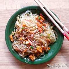 Noodles with sauteed vegetables - Spaghetti di soia con verdure saltate