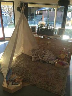 This rest area reflects the aesthetic and practical use of space that Reggio Emilia practices. This space creates a sense of softness, which allows children to be comfortable and be themselves.