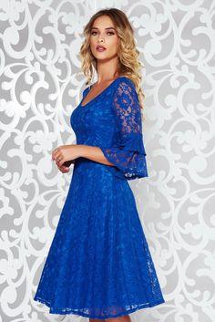 Comanda online, Rochie StarShinerS albastra eleganta in clos din dantela cu decolteu in v cu maneci clopot. Articole masurate, calitate garantata!