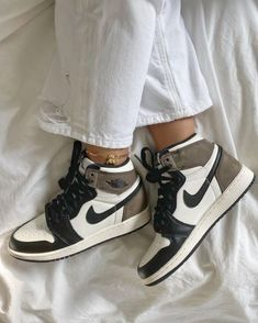 Dr Shoes, Swag Shoes, Cute Nike Shoes, Cute Nikes, Cute Sneakers, Nike Air Shoes, Hype Shoes, Me Too Shoes, Brown Nike Shoes