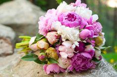 Wedding bouquet - buchet mireasa bujori roz si albi (www.maya-flowers.blogspot.ro)