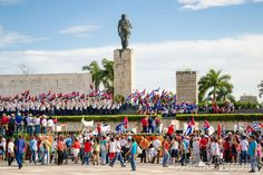 Qué hacen los #cubanos después de los #desfiles y marchas… http://www.cubanos.guru/hacen-los-cubanos-despues-los-desfiles-marchas-politicas/