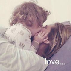 """""""Mia nasce il 10 settembre 2014 con un parto naturale in 7 ore, gravidanza perfetta nonostante il mio quinto figlio, stavo così bene che mi sono fermata solo il giorno prima di partorire! Cre…"""