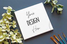 Leere quadratische Leinwand auf einem blauen Hintergrund | Etsy Flat Lay Inspiration, Photoshop, Your Design, Canvas Art, Typography, Templates, Mockup, Creative, Etsy