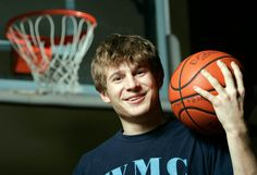 33 Ideas For Basket Ball Pictures Poses For Boys Volleyball Basketball Senior Pictures, Senior Pictures Sports, Team Pictures, Sports Pics, Senior Photos, Senior Boy Photography, Basketball Photography, Senior Boy Poses, Senior Boys