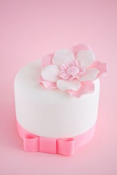 Loads of awesome cake decorating tutorials.
