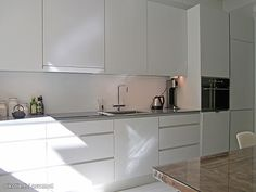Kaikki kuvat | Oikotie Kitchen Dining, Kitchen Cabinets, Kitchen Remodel, Interior, Kitchens, Decor Ideas, Home Decor, Houses, Homes