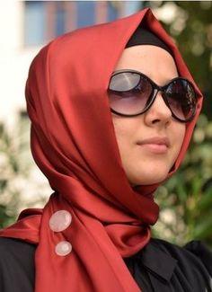 farklı şal bağlamanın püf noktası trendler - Kap Modelleri » Moda Hijab Fashion, Fashion Beauty, Womens Fashion, Dressing Sense, Hijab Tutorial, Scarf Styles, Hijab Styles, Thats The Way, Beautiful Hijab