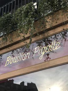 Bouillon Pigalle, le meilleur plan restaurant de cet hiver ! – L'arrogante Plan Restaurant, Paris Restaurants, Pigalle, Signage, Road Trip, Blog, Photos, Versailles, Europe