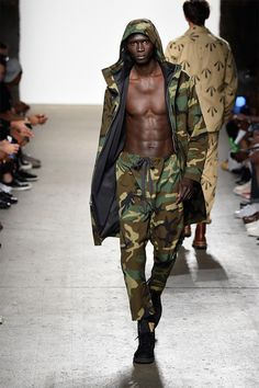 Mark McNairy New Amsterdam Spring 2015 Menswear Fashion Show Military Chic, Military Looks, Military Fashion, Camo Fashion, Fashion Show, Men's Fashion, High Fashion, Army Look, Army Clothes
