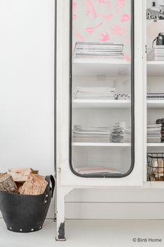 Stylingtip for an industrial cupboard in your home | Binti Home blog : Interieurinspiratie, woonideeën en stylingtips