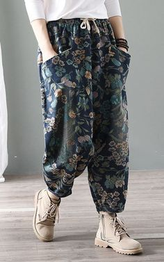 Cute Women's Wide Pants from 48 of the Perfect Women's Wide Pants collection is the most trending fashion outfit this season. This Women's Wide Pants look related to outfit, fashion, casualoutfit and Women's Summer Fashion, Modest Fashion, Fashion Dresses, Fashion Pants, Look Fashion, Womens Fashion, Fashion Trends, Trending Fashion, Linen Pants Women