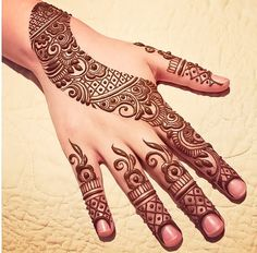 Trend Alert: 23 Minimal Mehendi Designs For The Hands