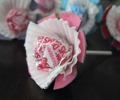 Using cardboard egg cartons, some paint and mini muffin pan liners, make these cute lollipops with your kids. A great way to hand out Valentine's with a personalized touch. Fun as grandparent gifts, teacher gifts, or for your babysitter or neighbor too!