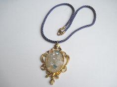 Amulett barock mit Blautopas und Strass von glastropfen´s Kreativwerkstatt auf DaWanda.com