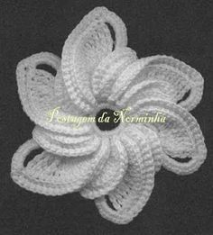 unique, unusual, interesting & beautiful crochet flower!! chart for this one is also on my crochet pin board  *ponto preso 1-  http://pontopreso1.blogspot.com/2011/06/croche-uma-bela-flor.html