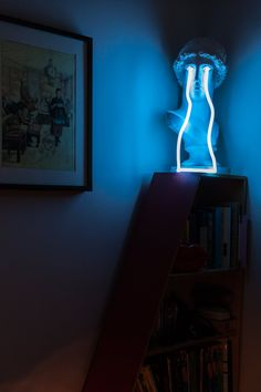 """A """"Neon Meets Classic"""" Montreal Apartment"""