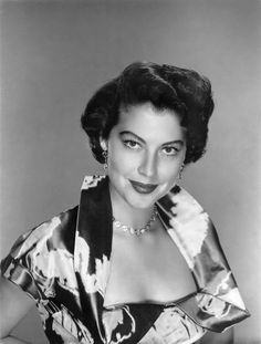 Ava Gardner, one of the most people women of all time in my books, looking positively gorgeous in a shinny evening dress and delicate jewelry. #vintage #1950s #actresses #hair