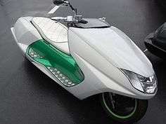 Japanese scooter, way cooler than a Vespa. Triumph Motorcycles, Cool Motorcycles, Maxi Scooter, Scooter Motorcycle, Ducati, Honda, Kart, Motor Scooters, Harley
