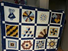 Sampler de una alumna. Eligió como color predominante el azul dándole pinceladas de amarillo y marrón.